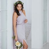 Zavazování za krk a holá záda. V těchto šatech dáte najevo svůj perfektní vkus i smysl pro detail. Hollywoodská herečka Bo Derek měla stoprocentně pravdu, když pronesla: Ten, kdo říká, že za peníze si štěstí nekoupíš, jednoduše neví, kde nakupovat 😎 #druzicky #satyprodruzicky #svatba #svatebni #druzickovani
