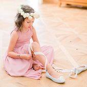 Malé družičky nemusí být vždy v bílem jako nevěsta, jde to i takto 🎀 #svatba #druzicka #satyprodruzicky #svatebni #druzicky