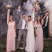 Od tohoto tydne najdete nase saty taky v prodejne @cvrk_design na prodejne Vinohradska 1252/36, tak je prijdte vyzkouset 👯♀️ #satyprodruzicky #svatba #svatebni #druzicky #druzicka #druzickovskesaty
